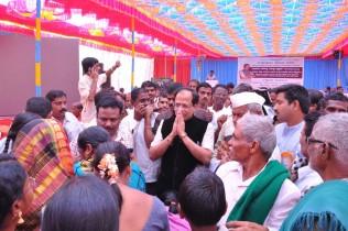 guruji-with-people